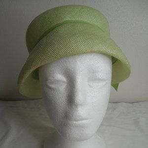 Vintage 1950s 1960s Green hat with bow